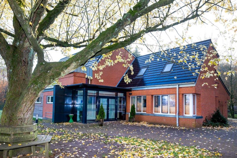 Das Kirchengemeindehaus in Bokhorst ist Treffpunkt für Jung und Alt.