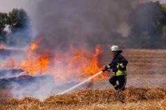 Voller Einsatz. Flächenbrände auf dem Strohacker gehören zum Alltag der freiwilligen Helfer der Feuerwehren.