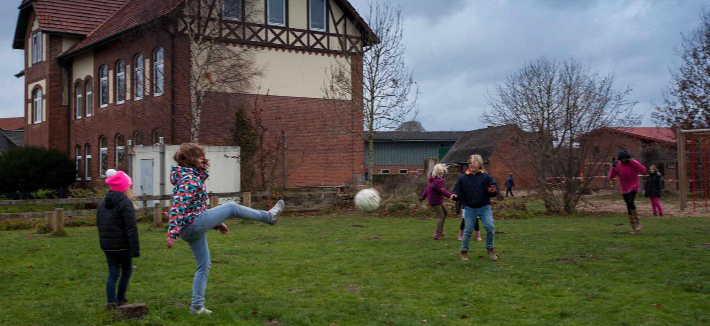 Orkan Xaver hat Schleswig-Holstein erreicht. Die Schulen bleiben Freitag geschlossen
