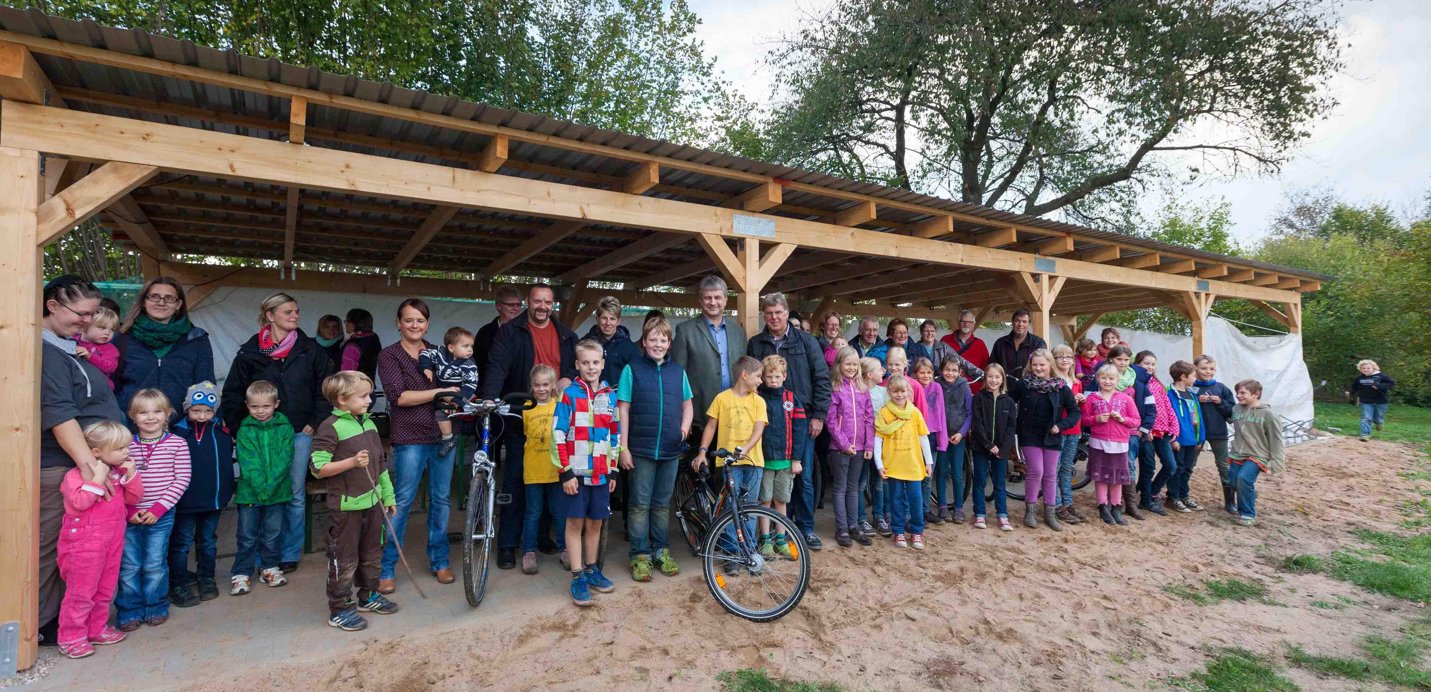 60 Jahre Schule in Schipphorst – Rendswührener feierten 60 Jahre Schule und einen neuen Fahrradunterstand für die Schule