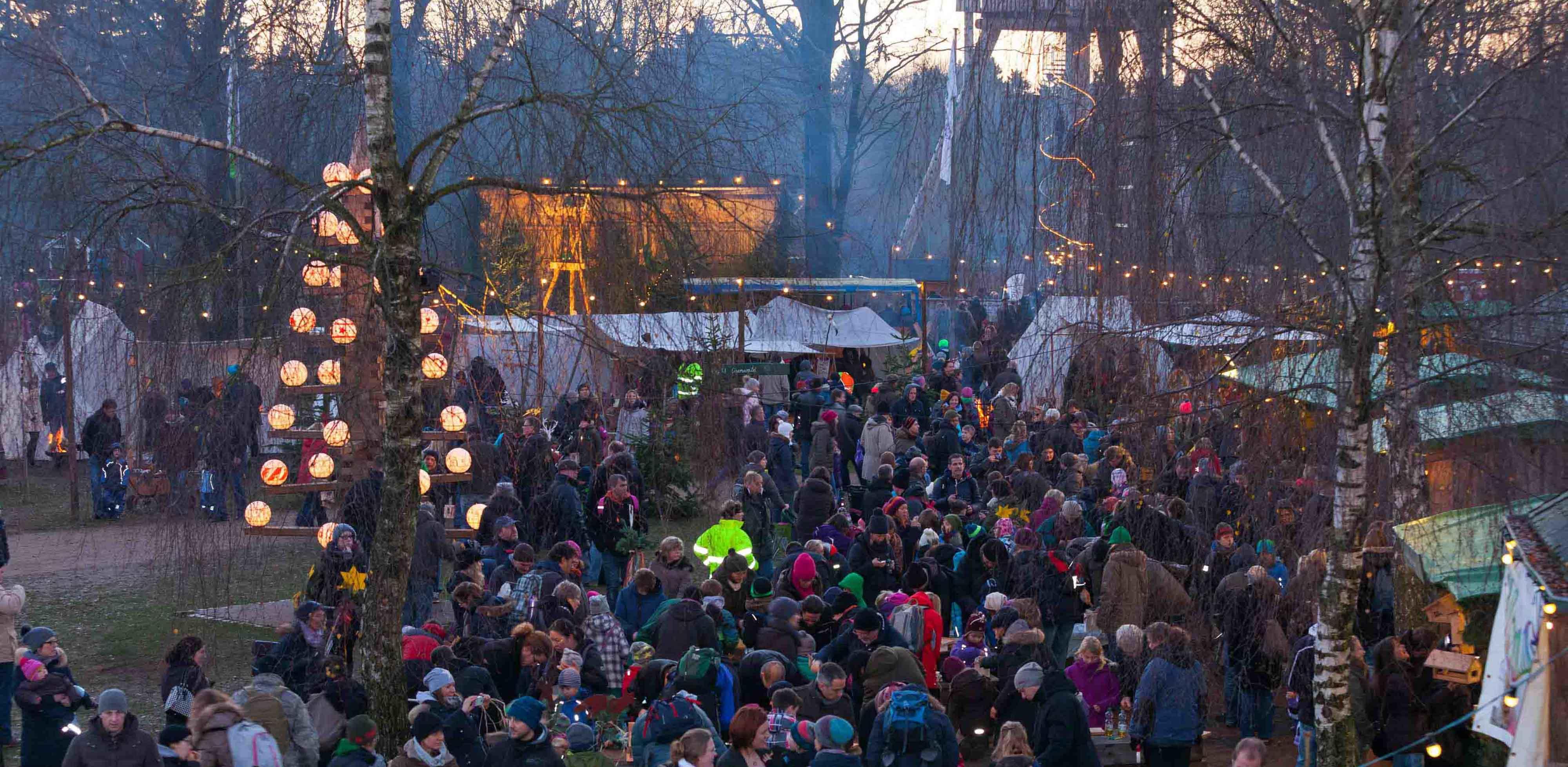 Der Besucheransturm bei der Waldweihnacht war rekordverdächtig. Über 6000 Besucher strömten in den vorweinhachtliche geschmückten Erlebniswald Trappenkamp