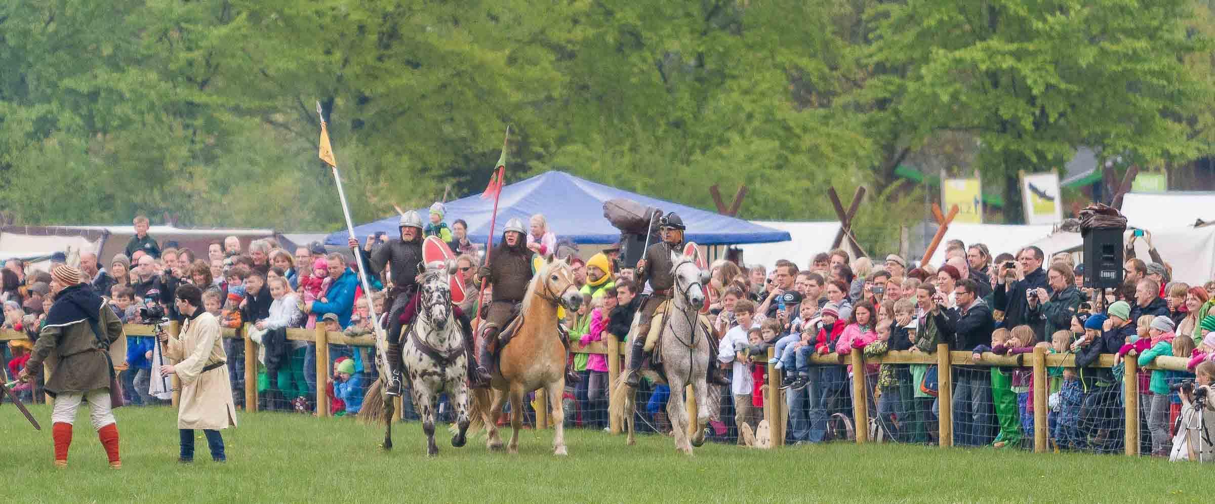 Schlachtenlärm statt Blätterrauschen – im Erlebniswald Trappenkamp wogte zum zweiten Mal die historische Schlacht zwischen Sachsen und Slawen auf dem Suentanafeld hin und her