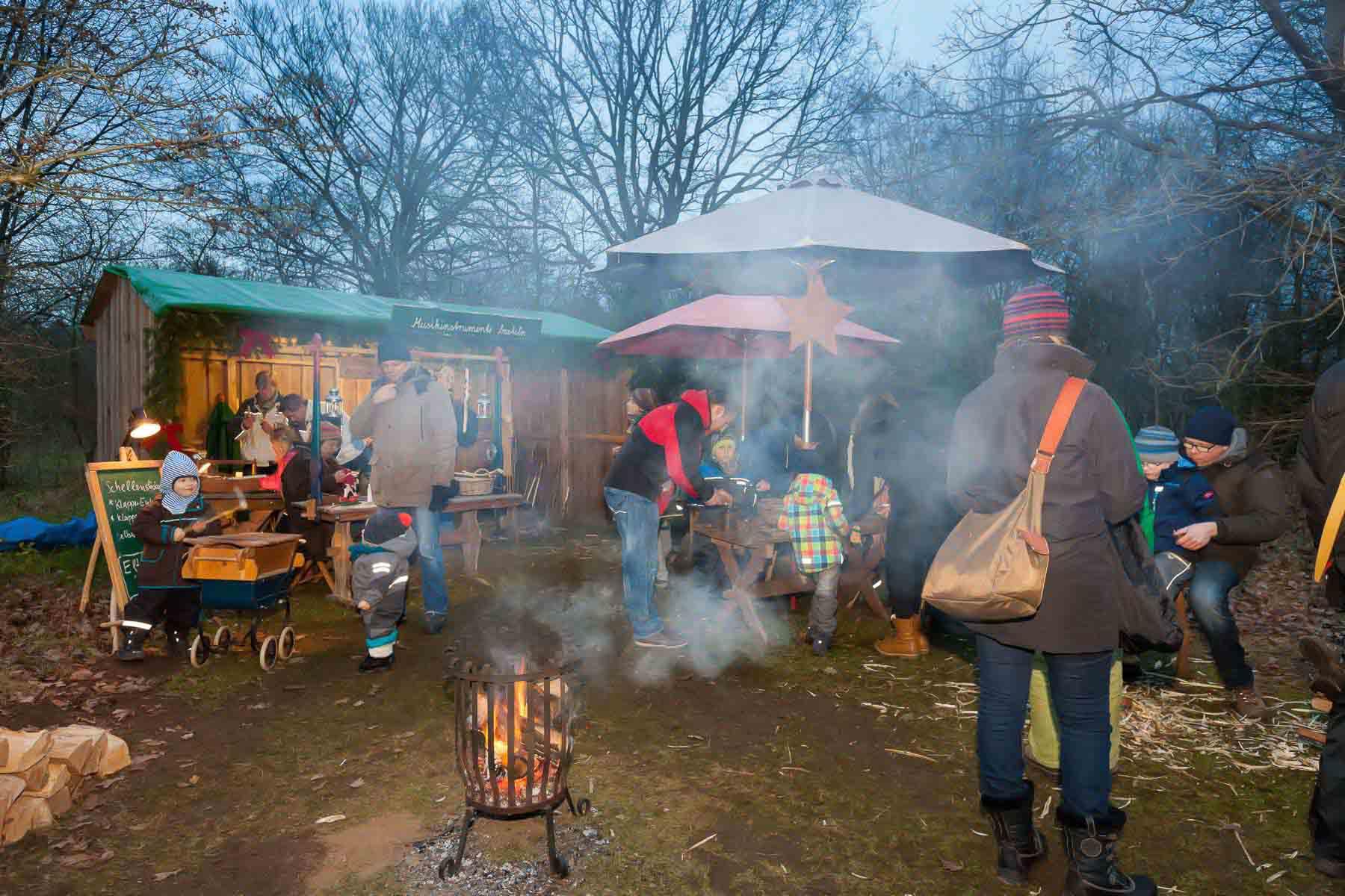 Die 18. Waldweihnacht im Erlebniswald Trappenkamp begeisterte Besucher aus dem ganzen Land. Die Veranstaltung blieb vom Sturm verschont