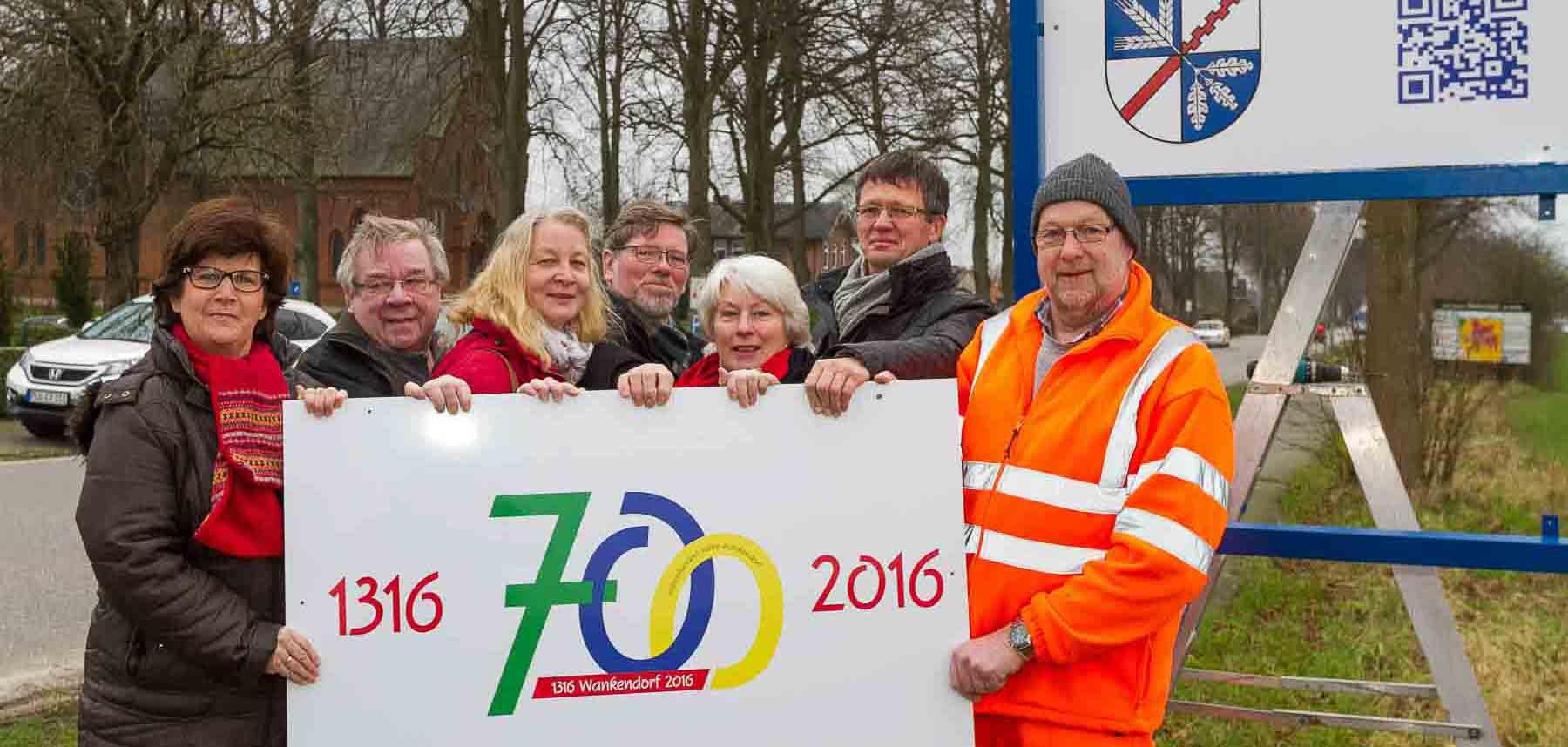Wankendorf und Stolpe feiern 700-jähriges Jubiläum. Jetzt weisen an den Ortseingängen Wankendorfs Schilder auf den Festakt hin