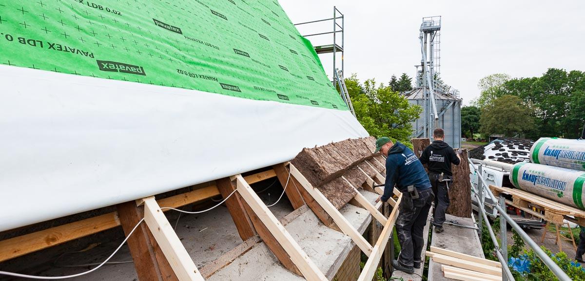 Dämmen ohne Reue – kluge Bauherrn und Renovierer sollten es der Natur nachmachen und bei Neubau und Renovierung neben Energieeffizienz auf das richtige Wohlfühlklima setzen.