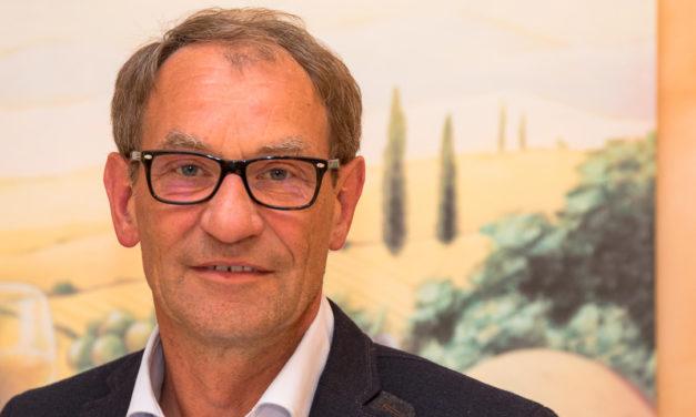 Tasdorfer erlebten Blitzwahl. Bürgermeister Hans Heinrich Sievers wurde wiedergewählt.