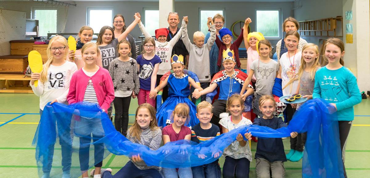 """Bönebütteler Grundschulkinder führen das Musical """"Kunterbunt"""" auf. Es werden noch einige Helfer gesucht."""