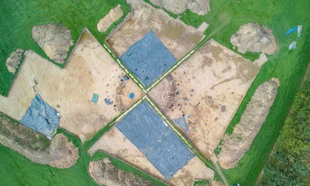 Mit der Kelle in die Steinzeit. In Bornhöved legen Kieler Studenten eine rund 4000 Jahre alte Grabanlage frei.