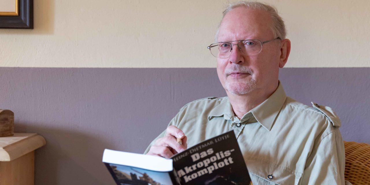 Säbelrasseln an der Akropolis. Der Boostedter Krimi- und Romanautor Heinz-Dietmar Lütje legt nach.