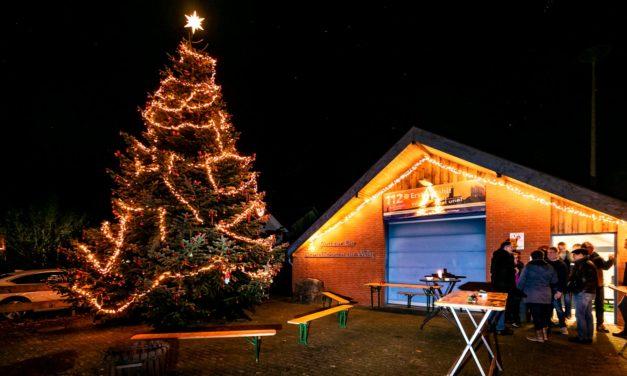 Besinnlicher Advent auf den Dörfern. Bönebütteler und Tasdorfer trafen sich unter funkelnden Lichtern und Weihnachtsbäumen.