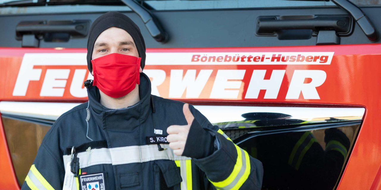 """Bönebütteler nähen """"Schutzmasken"""" für die Feuerwehr."""